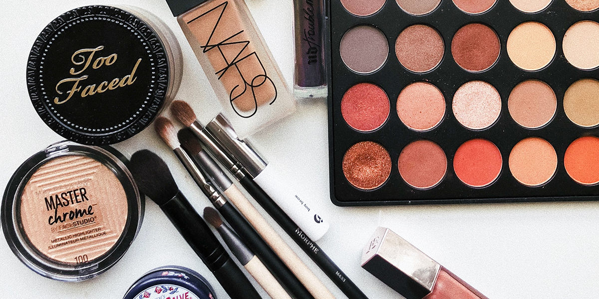 The Ultimate Makeup Bag Packing Guide